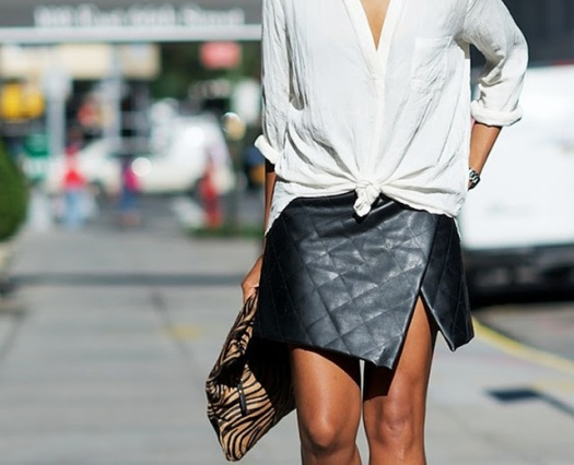street style+leather stepped skirt+white shirt+falda pareo+cuero+camisa+blanco